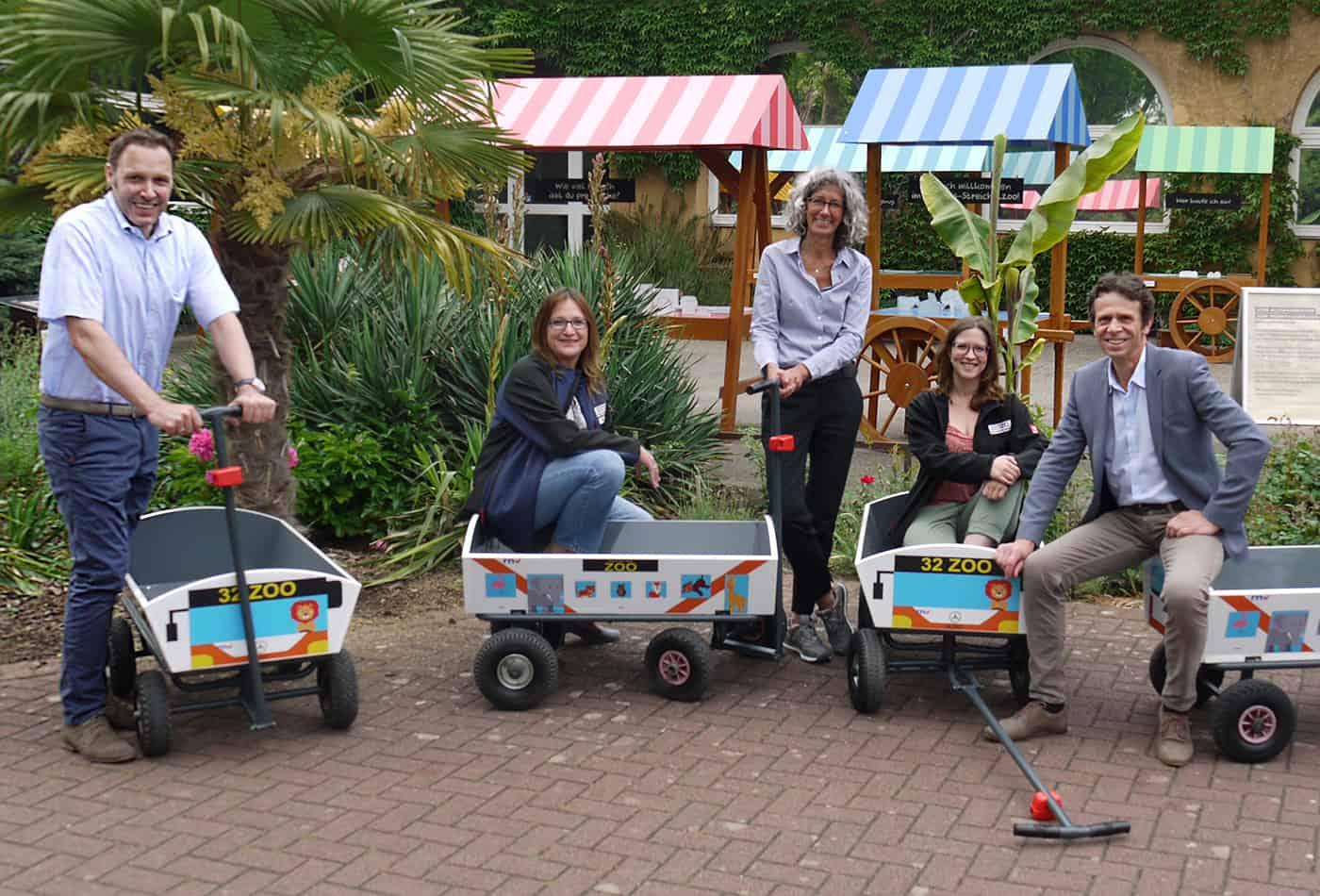 Neue Bollerwagen für den Zoo im Look der rnv (Foto: Zoo Heidelberg/rnv)