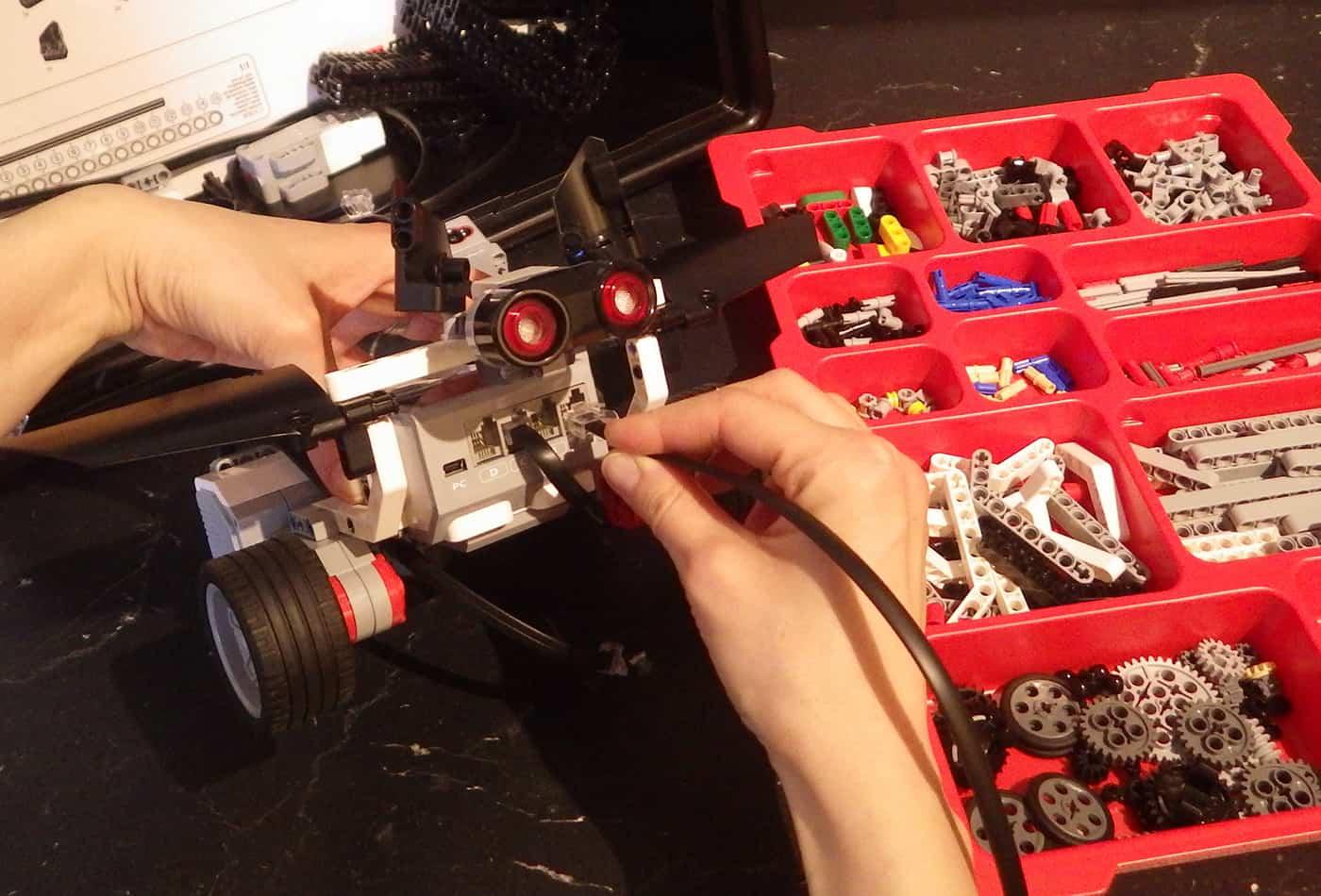 """ie das Prinzip der Echoortung funktioniert und wie ein Roboter """"denkt"""", erfahren die Teilnehmer bei einem der abwechslungsreichen Technik-Workshops. (Foto: Zoo Heidelberg)"""