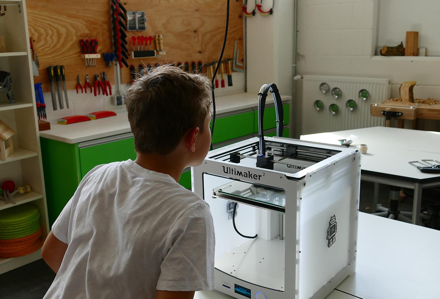Beim Workshop Kann Plastik grün sein erfahren die Teilnehmer, wie man am 3D-Drucker Ersatzteile fertigen kann. (Foto: Petra Medan/Zoo Heidelberg)